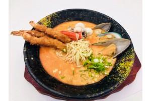 Ramen mit  Garnelen und Muscheln in sauerschafer Tai-Suppe. (Lief.)