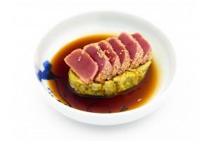 Frischer Thunfisch mit Avocado in Teriyaki Soße. (Lief.)